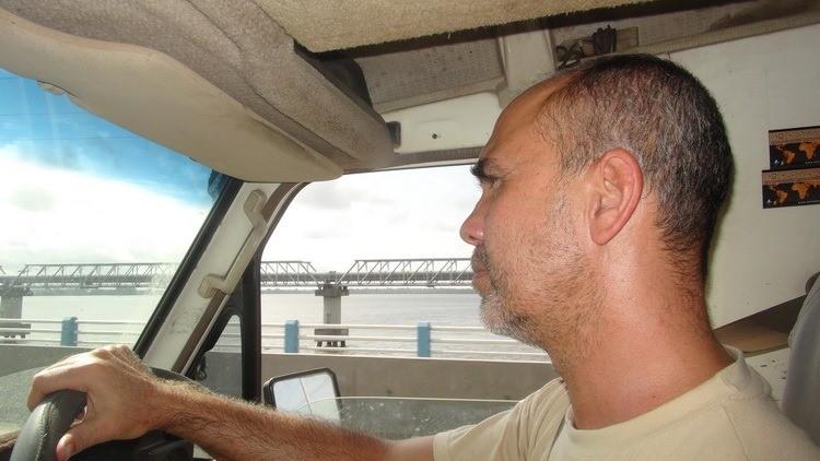 Descente vers Douala pour trouver une issue de secours