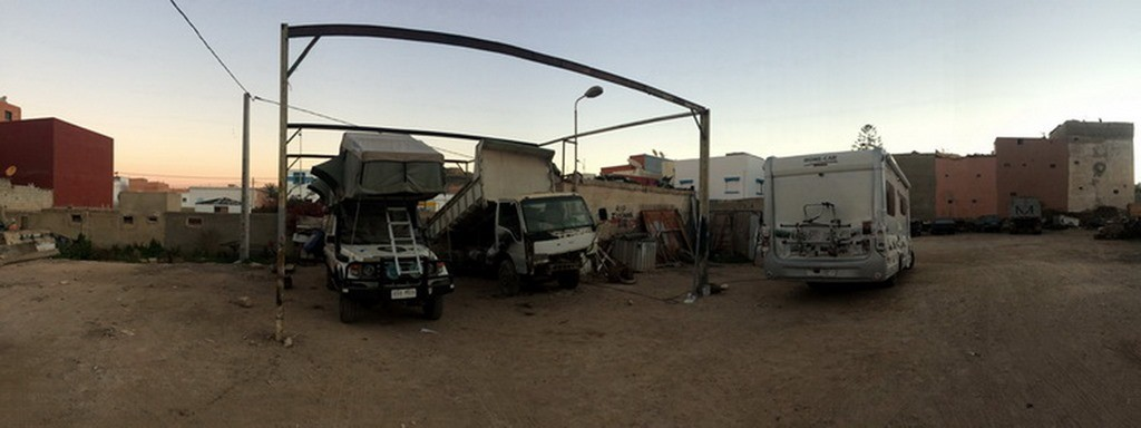 Loongin au garage à Agadir